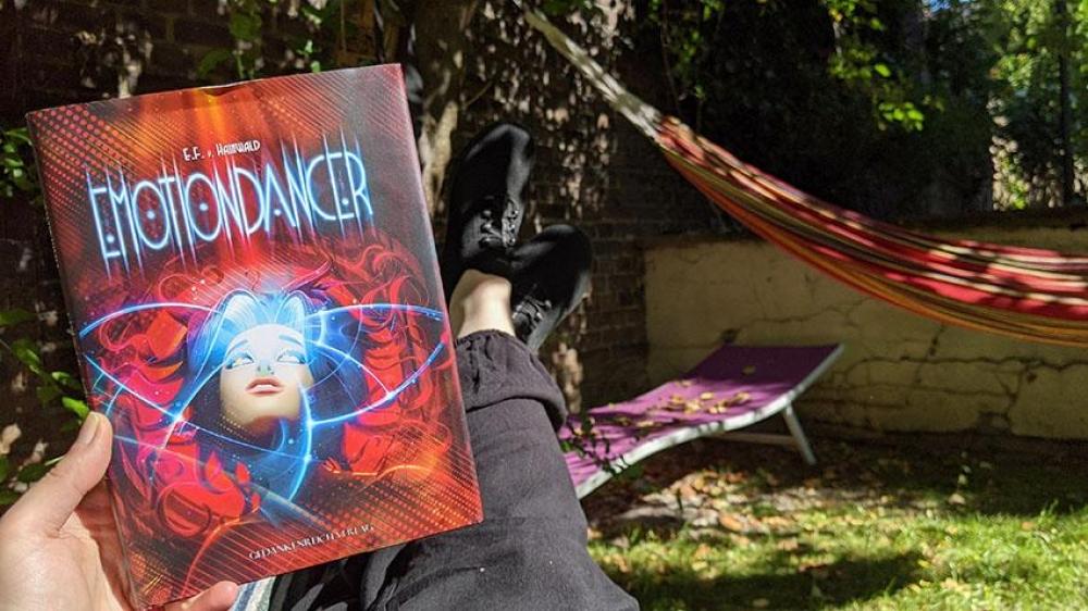 Emotiondancer Cover im Freien