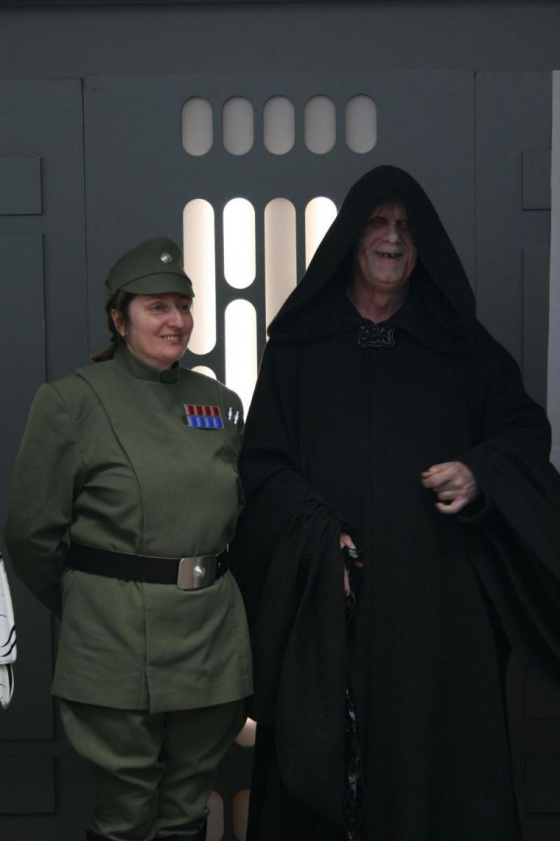 Imperator Palpatine und die imperiale Offizierin haben gut lachen.