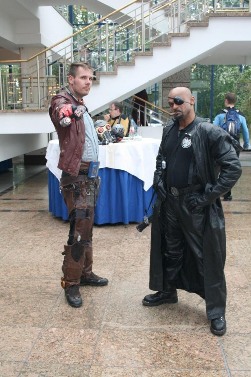 Starlord und Nick Fury bereiten sich schonmal auf den nächsten Kampf vor.