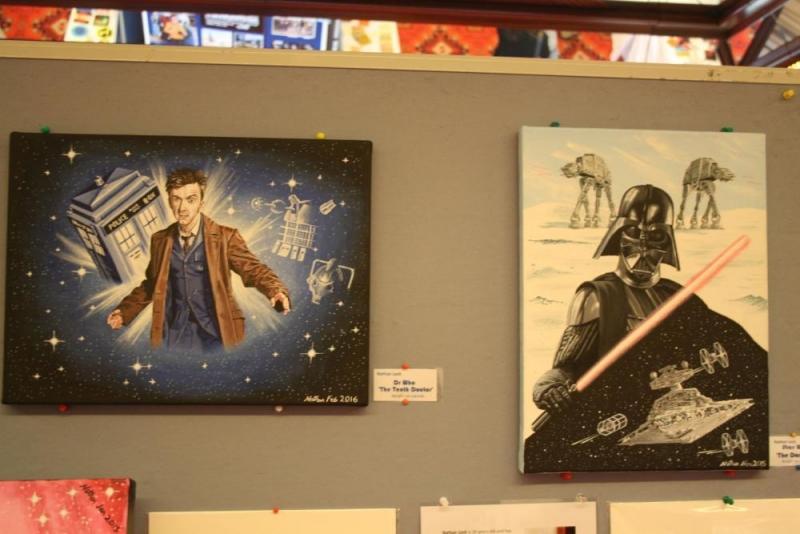 Dr. Who links, Darth Vader rechts, beeindruckend in Szene gesetzt.