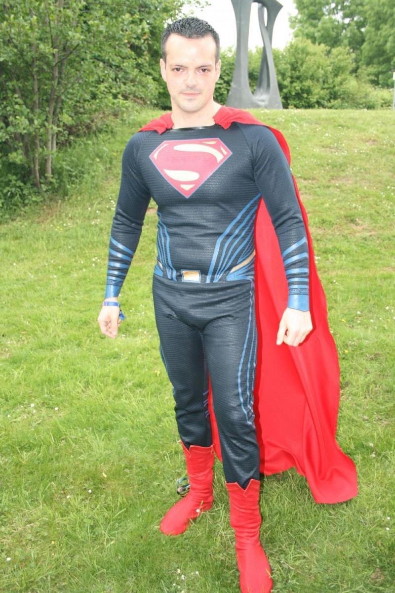 Wenigstens Supermans Cape freute sich über den Wind …