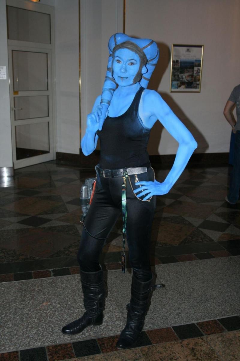 Bettina Wurche hat auch auf dieser FedCon wieder Vorträge gehalten. Mindestens einen davon in Blau.
