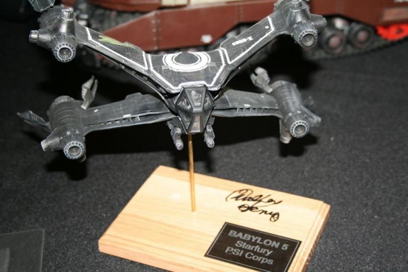 Diese kleine Starfury wurde von Walter Koenig signiert.