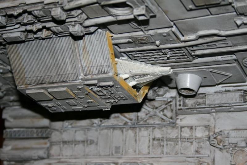 Ein Stück Nostromo (Alien) mit ihrem Beiboot Narissus.